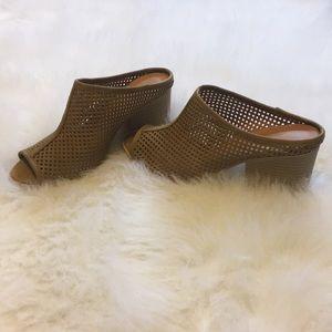 Qupid Peep Toe Block Heel Mule